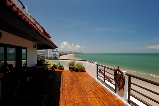 Seaview Paradise condominium, 1 bedroom, penthouse